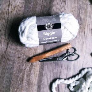 diy knot pillow tutorial, crochet pillow, no sew knot pillow tutorial