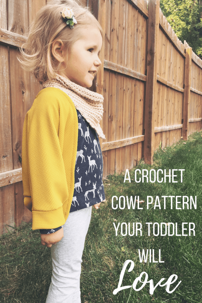 A cute crochet cowl pattern for kids. Make this crochet scarf for toddlers and kids. The back of the scarf has a button closure and the bandana style makes it comfortable for children.