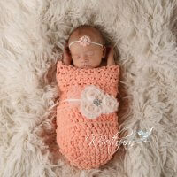 Crochet baby cocoon that will make a great last minute gift. The crochet baby sack can be made in 1 hour and is beginner friendly. Free baby cocoon crochet pattern