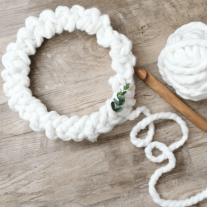 A minimalist crochet holiday wreath that works up fast. DIY Christmas decorations that don't look homemade.