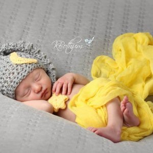 A newborn crochet pattern for the sweetest moon and star hat. Sweet dreams little one.