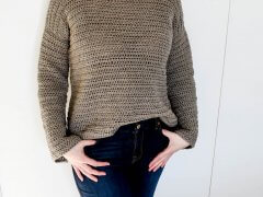 A free beginner crochet sweater pattern for women. Sizes S-3X