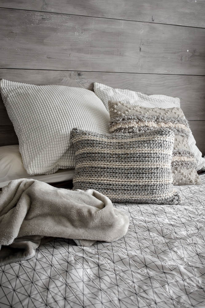 A Knit Look Crochet Pillow Pattern That Adds A Modern Feel To Your Home