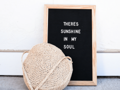 a raffia crochet bag pattern that's free and a letter board that says there's sunshine in my soul.
