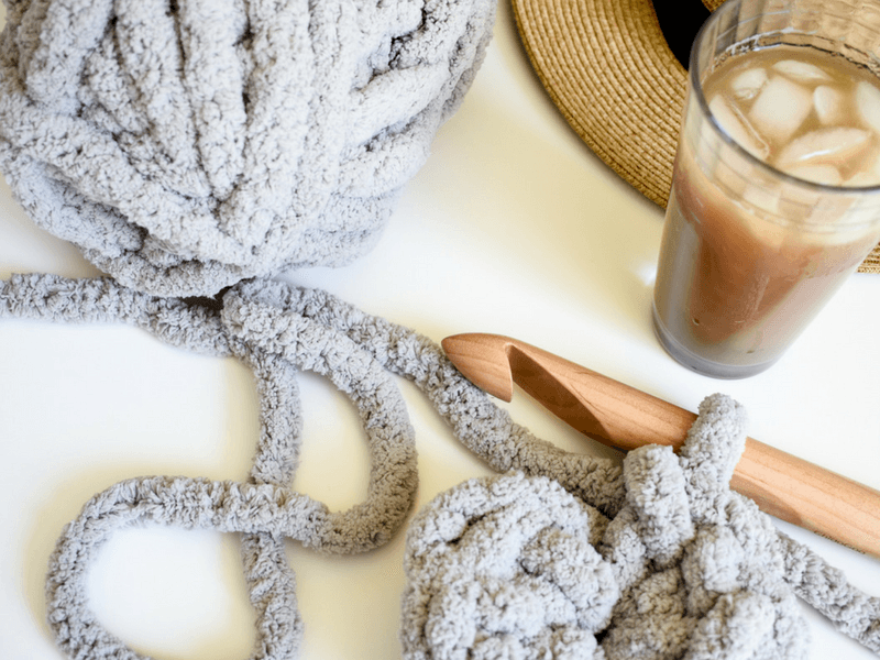 How to crochet a modern mat that uses chunky yarn and only takes 1 hour.